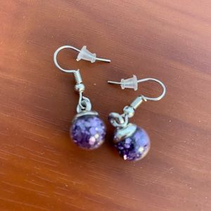 Jewelry - NWOT - Beautiful purple dangle earrings!